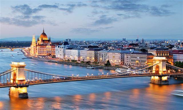 אביב בבודפשט טיסה +3 לילות במלון הבוטיק סמוך למסעדה כשרה  במהלך חודש יולי עד עד אוקטובר  כולל טיסות ישירות החל מ 499 יורו לאדם   תאריכים נבחרים  אמצ