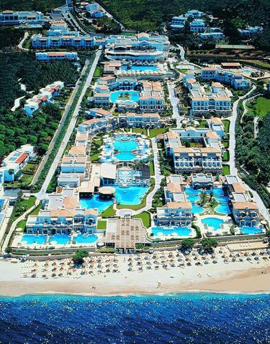 סוכות כשר  בכריתים במלון 5 כוכבים  רויאל מארה  הממוקם על חו...